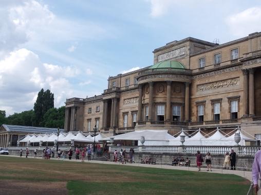 Buckingham Palace outside