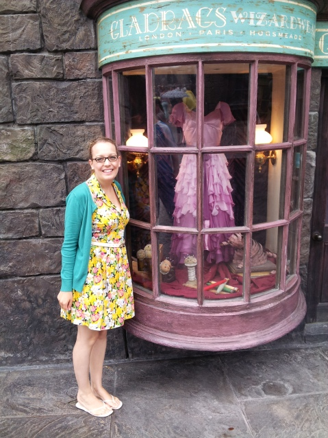 Harry Potter at Islands of Adventure was so well done - I want this dress.